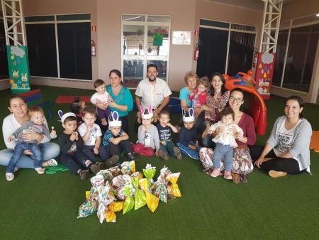 Gerente dos Correios presenteia crianças da creche do município
